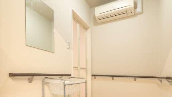 冷暖房付きシャワー室 写真